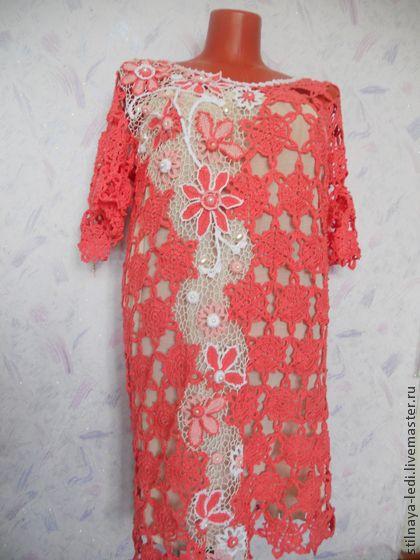 Платье вязаное из хлопка  ` Коралловые грёзы`. Платье из хлопка  ' Коралловые грёзы' выполнено из отдельных мотивов с декоративной отделкой в технике ' Ирландское кружево'. Авторский дизайн. Идеально сидит по фигуре, рукав 2/4, в таком модном цвете этого сезона-вы…