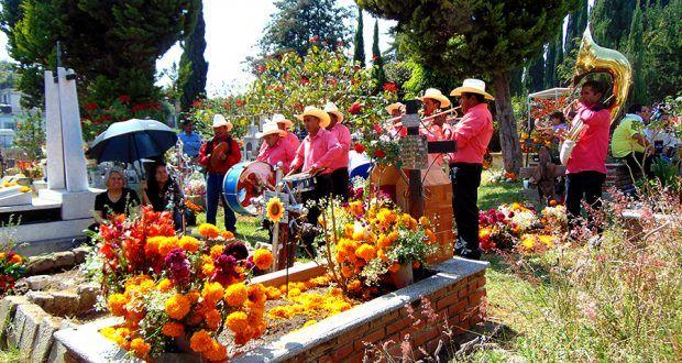 Panteón de Metepec recibió a mas de 4000 visitantes en día de muertos – Metepec Atlixco Puebla