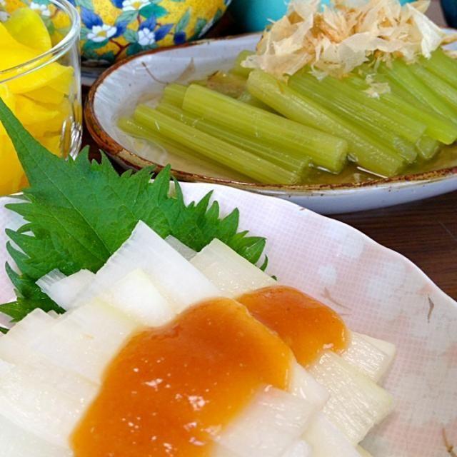 ふきのひすい色は、私の大好きな色☆この季節、一度は頂きたいお味♪♪デス☆ほろ苦さや独特な薫りに、春の息吹を感じつつ、冷酒などをゴクゴクとw。 - 195件のもぐもぐ - うどの酢味噌和え&ふきの煮物です。レシピは下拵えを。春の薫り満載の食卓に☆ by yumyumy1