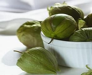 Simple Ways to Store Tomatillos You have ended up purchasing extra tomatillos, and are clueless how to store them? Here's a quick and easy guide to preserve tomatillos for future use. (Lots of methods)