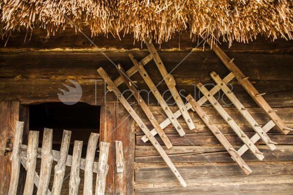 wooden_barn