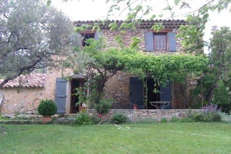 Vyhraj noc v Old Provencal Farmhouse in Tourtour - Domy k pronájmu v Tourtour na Airbnb!