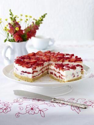 Erdbeer-Philadelphia-Torte  Zutaten  Für   12  Stücke 150 g   Löffelbiskuits   80 g   Butter   10 Blatt   weiße Gelatine   800 g   Erdbeeren   1   Limette   300 g   Doppelrahm-Frischkäse   125 g   Zucker   600 g   Buttermilch       Öl  1   großer Gefrierbeutel
