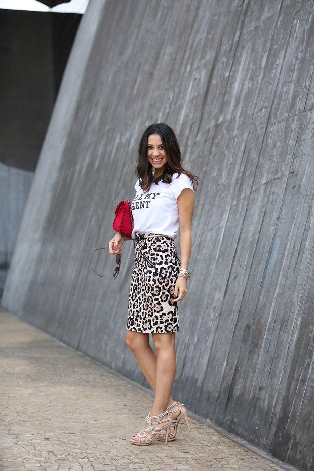 LOOK: T-SHIRT E SAIA LAPIS por Helô Gomes | Sanduíche de Algodão em abril 7, 2014