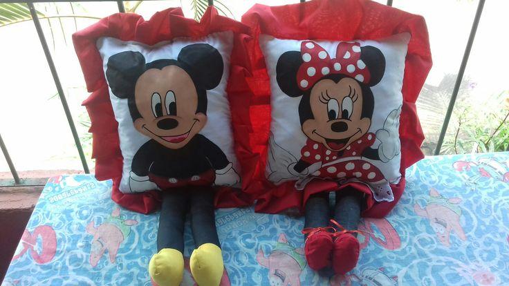 Almohadas de Minnie y Mickey Artesanías El rinconcito Miramar Puntarenas Costa Rica