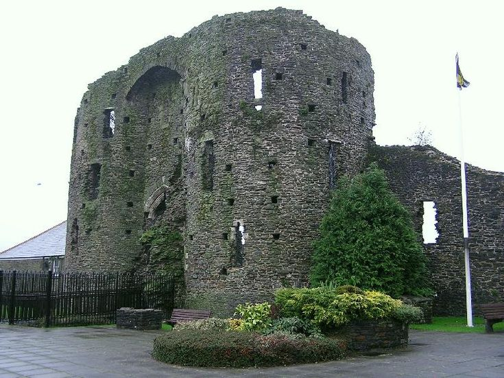 Neath Castle was one of the minor Norman castles in the lordship of Glamorgan. Like the Romans before them, the Normans chose this strategic spot guarding the river crossing for a stronghold. The main surviving feature of the castle is the great twin-towered gatehouse on its west side.