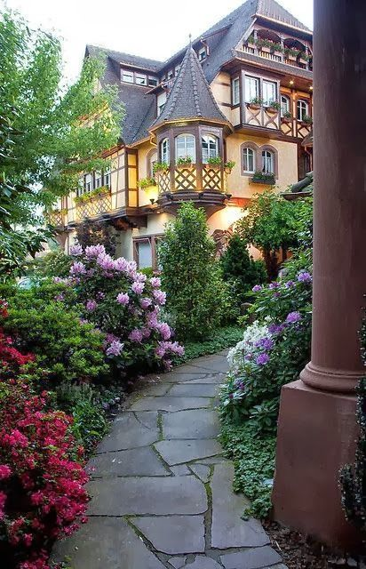 GARDEN PATH, ALSACE, FRANCE