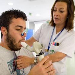 Cada vez hay más niños asmáticos en el mundo y, aunque se desconocen las razones con certeza, una de las hipótesis que se manejan se centra en la exposición al paracetamol. Según u