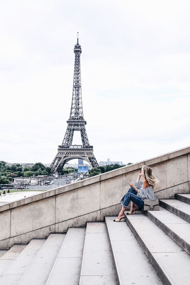 Paris, Tour Eiffel: http://www.ohhcouture.com/2016/07/monday-update-27/   Chanel mules, Gucci Dionysus   #ohhcouture #leoniehanne
