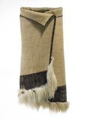 Kaitaka aronui/pätea (fine cloak with deep lower täniko border and horizontal aho weft rows)