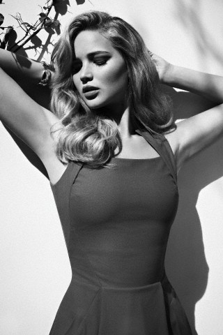 Jennifer Lawrence (KATNISS)