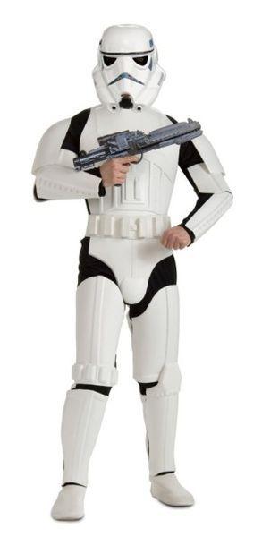 Stormtrooper Deluxe. Lisensoitu aikuisten Star Wars Stormtrooper naamiaisasuasu. Nyt sinäkin voit liittyä Imperiumin iskujoukkojen jäseneksi. Sisältää: - Haalarin - EVA suojukset - Kypärän