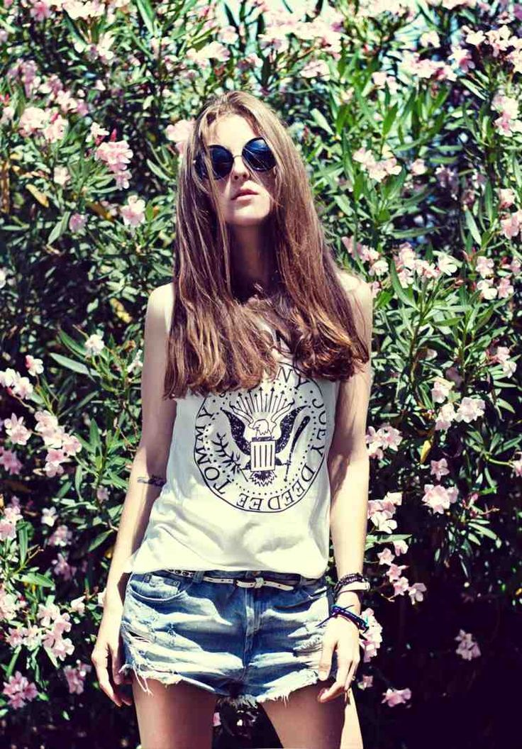 femme tenue look rock short t-shirt ramones