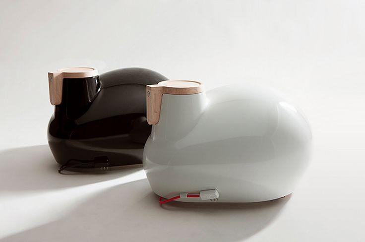 Kangeri est un radiateur mobile designé par Satyendra Pakhale pour la marque italienne Tubes. L'objet est à 1000 lieux d'un radiateur classique et c'est cela qui a attiré notre attention. Kangeri existe en blanc ou noir afin de mieux s'intégrer à votre intérieur.