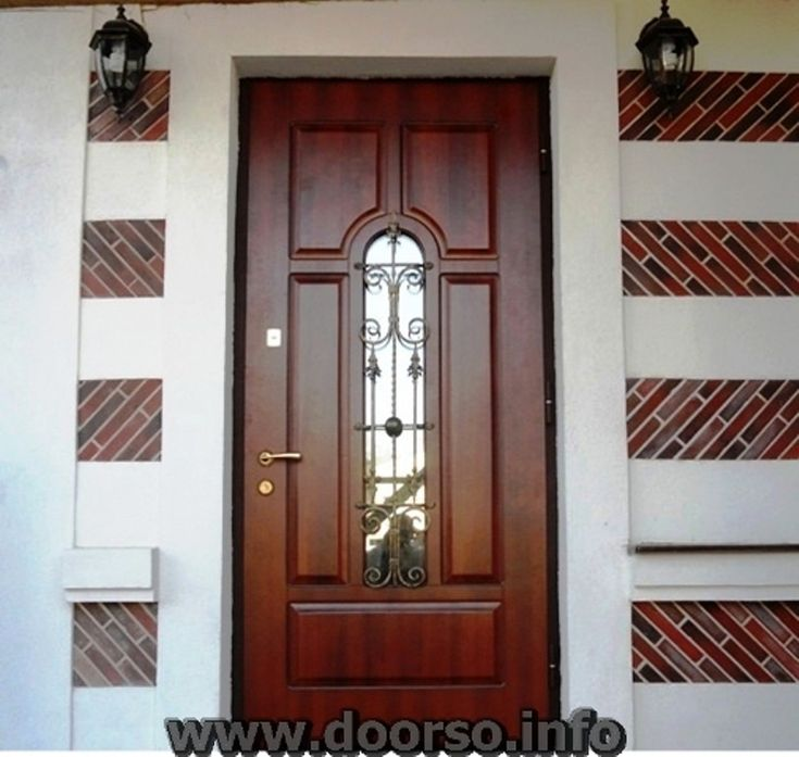Металлические двери со стеклом.