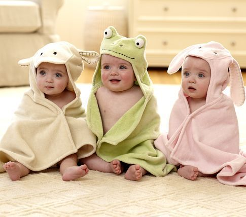Easy tutorial for hooded bath towel.A luxurious hooded baby towel is a great gift for an expecting or new mom.