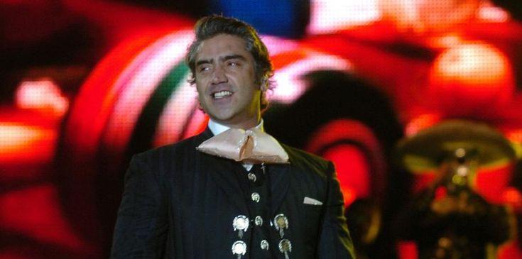 """Madrid. Alejandro Fernández ofrecerá al menos siete conciertos en España el próximo mes de julio dentro de su gira """"Rompiendo fronteras"""", título que también da nombre a su último trabajo, según ha anunciado su promotora. El mexicano recalará el día 18 en el WiZink Center de Madrid, ..."""