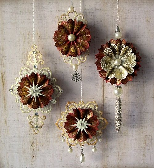 "sizzix ornaments | Ornament basiert auf ""Fancy Tags 2"" von Spellbinders, das Ornament … is creative inspiration for us. Get more photo about related with by looking at photos gallery at the bottom of this page. We are want to say thanks if you like to share this post to …"
