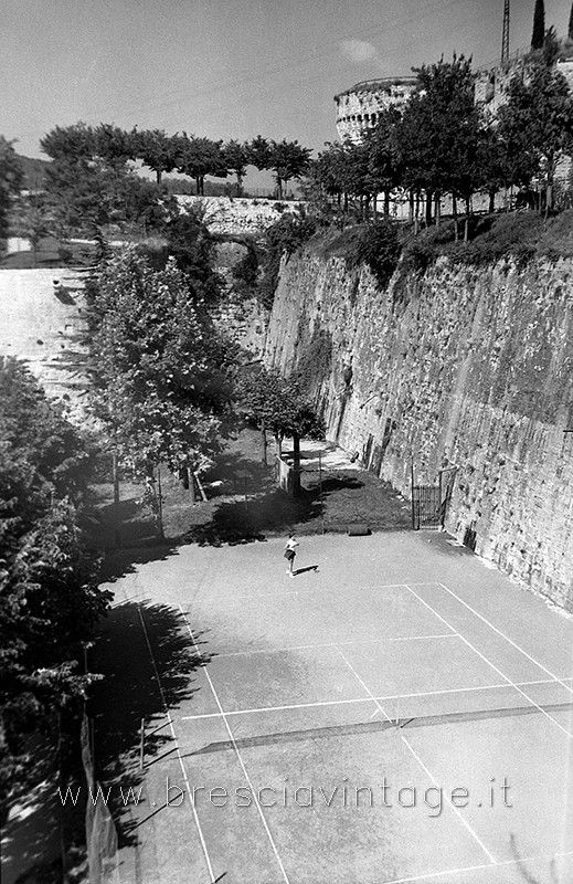 Castello - Campi da tennis http://www.bresciavintage.it/brescia-antica/foto-d-autore/castello-campi-tennis/