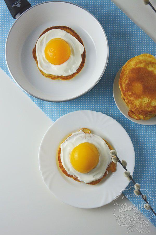 Placuszki z serkiem waniliowym to pyszne śniadanie, które wygląda niezwykle efektownie - prawda, że buzia Wam się śmieje na ich widok?