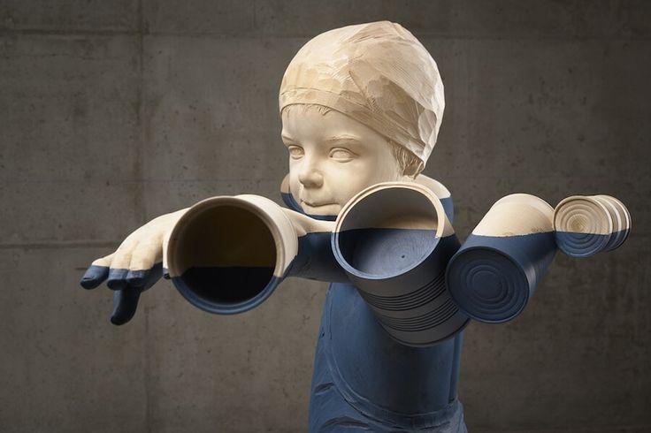 Houten sculptuur van kunstenaar Willy Verginer