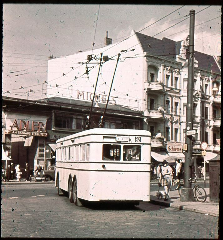 Berlin-Steglitz 1930er O-Bus (in der Schloss-Strasse neben ...