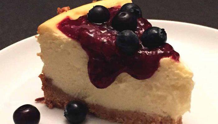 De New York Cheesecake is misschien wel de bekendste onder de cheesecakes. Een gebakken cheesecake. Ik maakte een low FODMAP, gluten- en lactosevrije versie