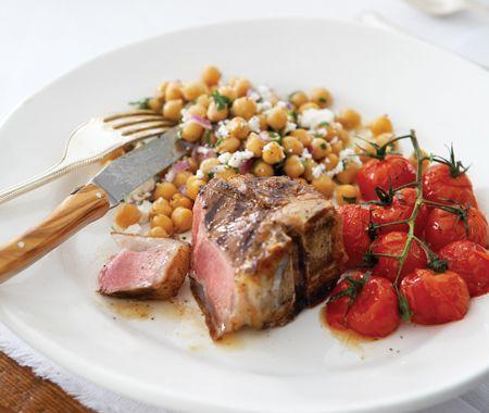 succulentes côtelettes d'agneau-----------------------------------L'agneau d'excellente qualité se contente de trois fois rien : du sel, du poivre et un soupçon d'ail. Un gril en fonte est idéal, mais un poêlon à fond épais fera l'affaire.