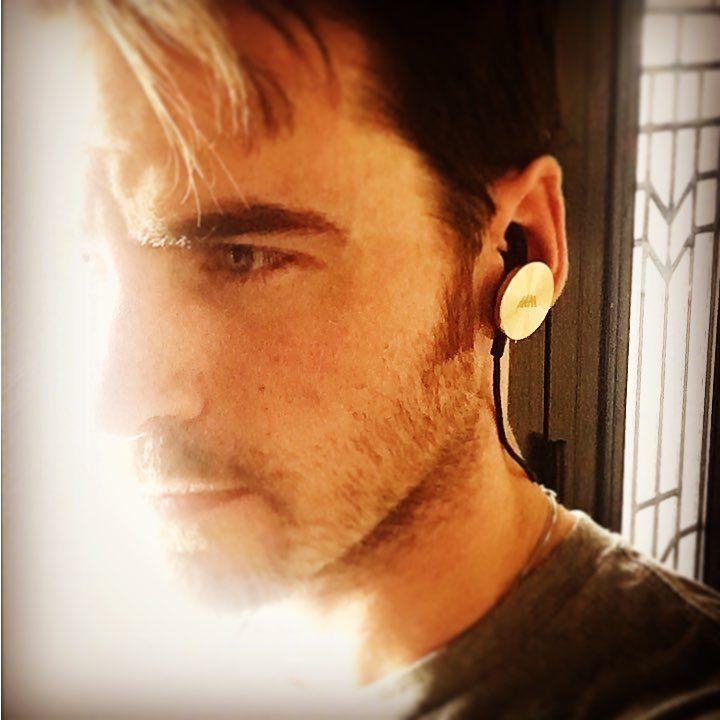 """9,027 Me gusta, 302 comentarios - Colin O'Donoghue (@colinodonoghue1) en Instagram: """"Awesome headphones! @@iamplusofficial"""""""
