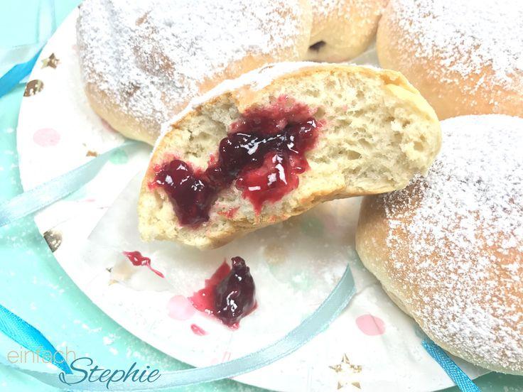 Krapfen Rezept   vegane Faschingskrapfen   Berliner Ballen aus dem Ofen > viele Bezeichnungen für diese leckere Gebäck! Einfach selbst backen und genießen