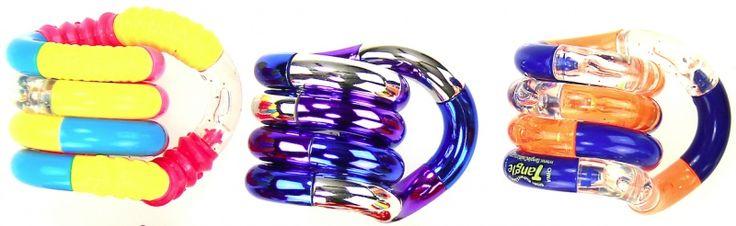 Aanbieding! 3 Tangles van €13,39 voor €12,00  Dit pakket bevat 1x Tangle Junior Classics, 1x Tangle Metallics en 1x Tangle Textured in willekeurige kleuren.   Het versterkt de visuele- en gevoelszintuigen. Helpt de aandacht af te leiden van andere prikkels. Het verbetert het concentratievermogen. Goed voor de ontwikkeling van de fijne motoriek en coördinatie. Is een goed hulpmiddel bij ADHD en autisme.