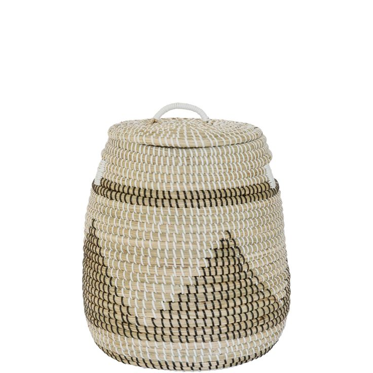 This Triangle patterned laundry basket has been handwoven from Seagrass.