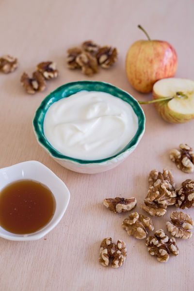 Apple Nut Yoghurt If your kids love stewed apples, they're going to love this delicious, nutty dessert-like yoghurt.