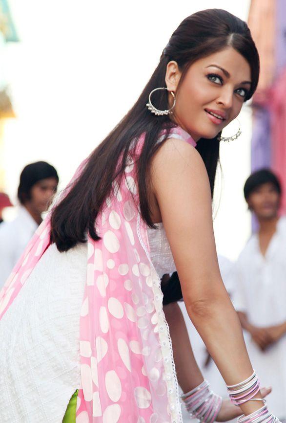 Aishwarya Rai hairstyle - Action Replayy - http://hairstylemonkey.co.in/aishwarya-rai-hairstyle-action-replayy/ -#Backcombing, #Bollywood, #BollywoodHair, #HighHair