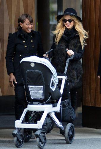 We love a celebrity who appreciates a good designer pram (or 2).  Rachel Zoe swaps her Missoni Bugaboo for a Orbit Baby G2.