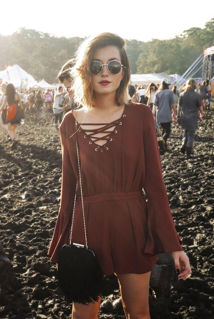 Boho Look | Look para festival, macaquinho marrom de manga comprida, óculos redondinho e bolsa com franjas