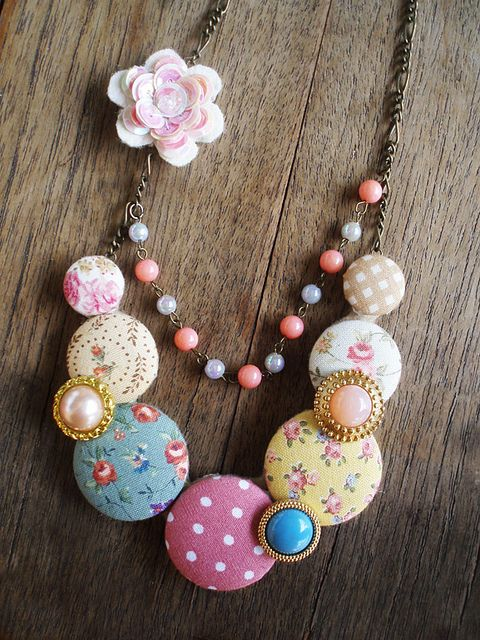 button necklaces - use fabric scraps to cover buttons