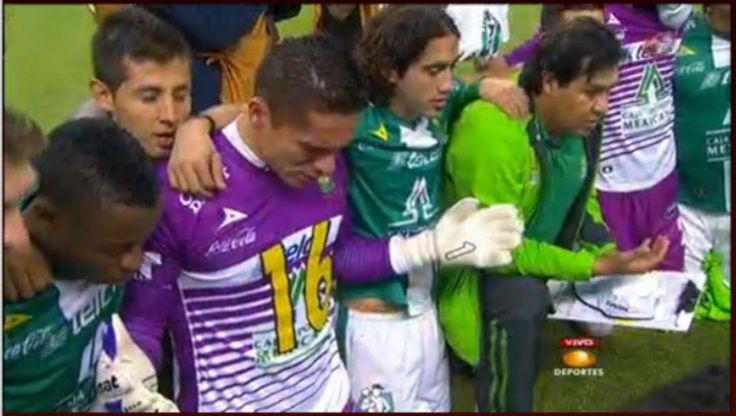 Un equipo de futbol mexicano reza para agradecer su campeonato