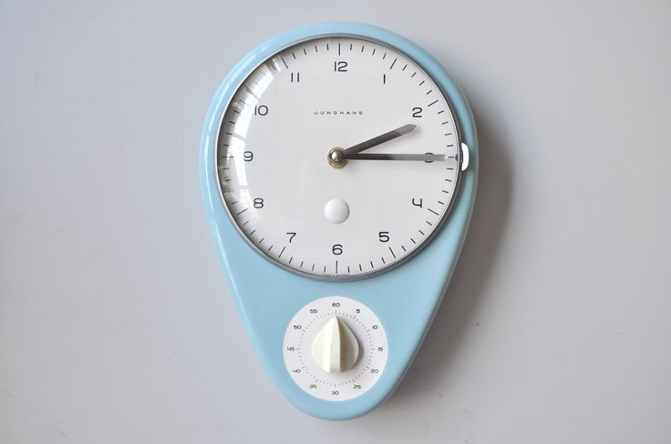 Junghans Max Bill Wanduhr Porzellan hellblau wall clock