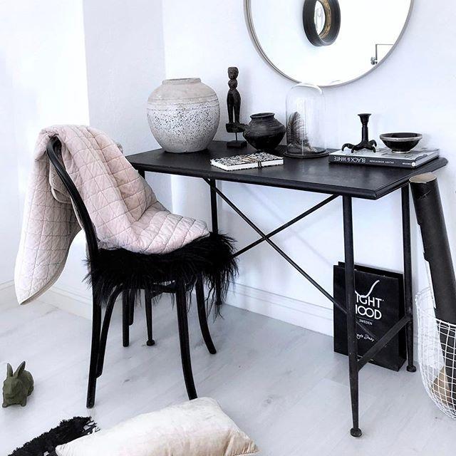 Guten Morgen liebe Leute 🌞   Hammer Wetterchen heut....👏🏻  Mach was schönes und genießt den Tag! 💋  .  Tonvase: www.houseofideas.de  .  .  #goodmorning #gutenmorgen #samstag #samstagmorgen #houseofideas #houseofideasbedroom #interior #inredningsdetalj #interior4all #onlyinterior #instahome #vakrehjem #interior123 #blackandwhite #ichmagauchrosa