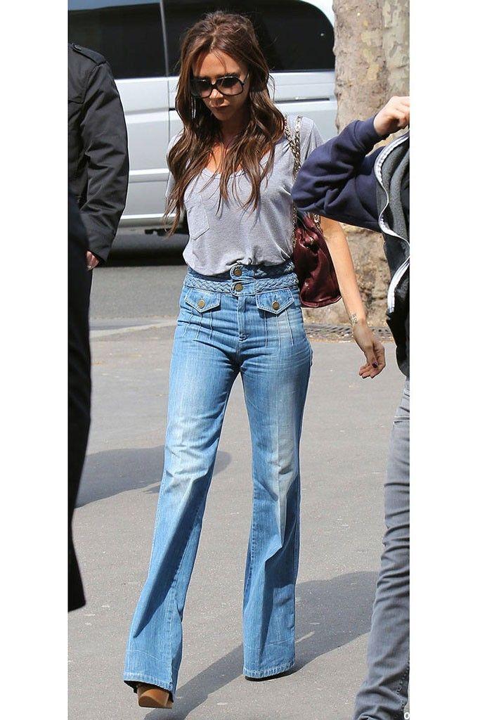 Виктория Бекхэм в джинсах клеш