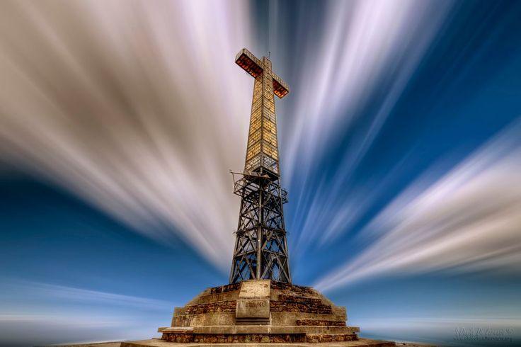 Cross on the summit of Bric Mindino by dlddanilo