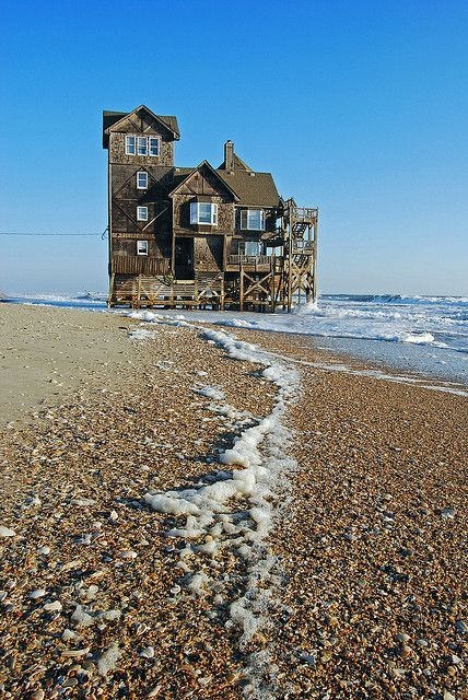 abandoned homes in Rodanthe - abandoned house by/in the sea