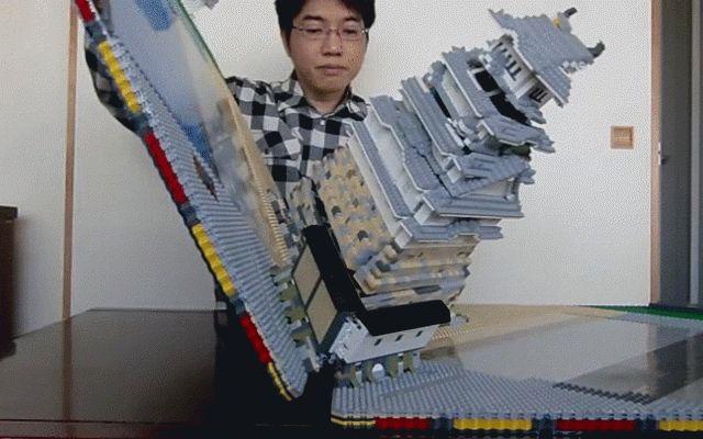 Riproduce meticolosamente il castello medioevale di Himeji coi Lego e non contento lo rende pieghevole I giapponesi riescono sempre a stupirci con l'impegno che mettono nei loro progetti. Il compito di lasciarci a bocca aperta, stavolta, è toccato a un signore che si fa chiamare talapz. Che è riuscito #artigianato #lego #miniature