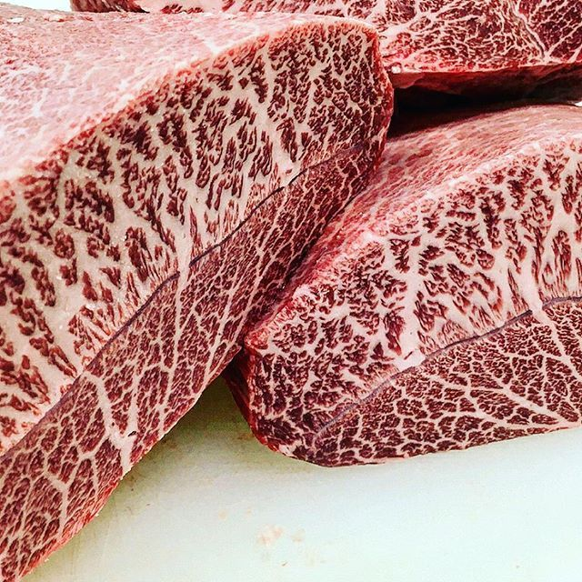 Best of the best Wagyu Oyster Blade ❤️❤️ also know as Featherblade, Top Blade or Flat Iron👊😈👌⠀ ⠀ Reposting @yuji4342y: ⠀  @cook_love_live  #carne #churrasco #asado #wagyuoysterblade #stek #londonchef #londonchefs #steki #wolowina #wołowina #stejki #stejk #mięso #お肉 #肉 #мясо #butcher #london #grillin #grill #grilled #grillmaster #bbqlovers #eatmeat #meatlover #meateater #steakhouse #beefsteak #meatlovers #meatporn