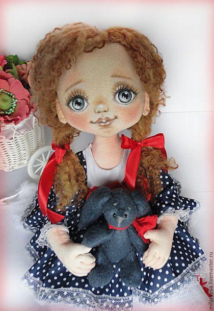 Купить или заказать Сонечка.Текстильная кукла. в интернет-магазине на Ярмарке Мастеров. Текстильная кукла Сонечка. Нежная девочка с ласковым взглядом.Роспись акриловыми красками.ручки проволочный каркас,волосики овечьи кудряшки.Вся одежда настоящая-снимается.…