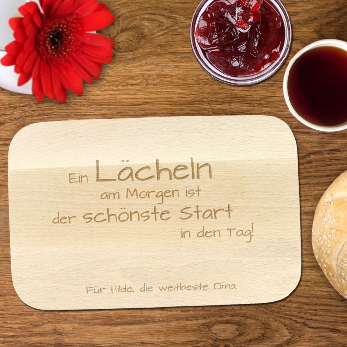 Frühstücksbrettchen mit Gravur - Spruch Oma via: www.monsterzeug.de