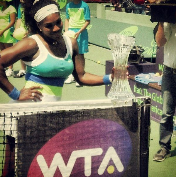 Serena Williams si trofeul cucerit la Miami