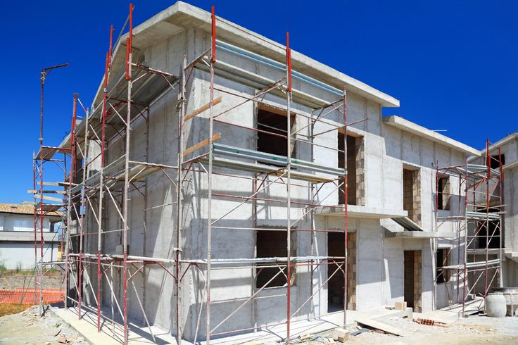 Bij nieuwbouw woningen worden de buitenmuren vaak voorbehandeld met een primer. Dit om te zorgen dat de muur niet meer ''zuigt''.