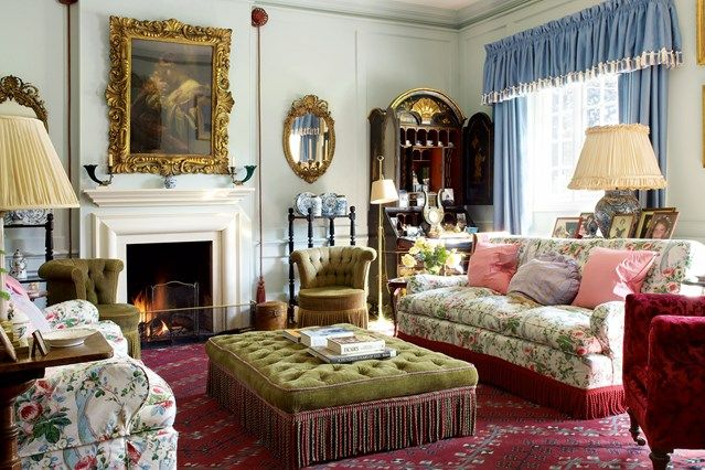 Traditional Country Living Room with 'Maryport' Chintz ...